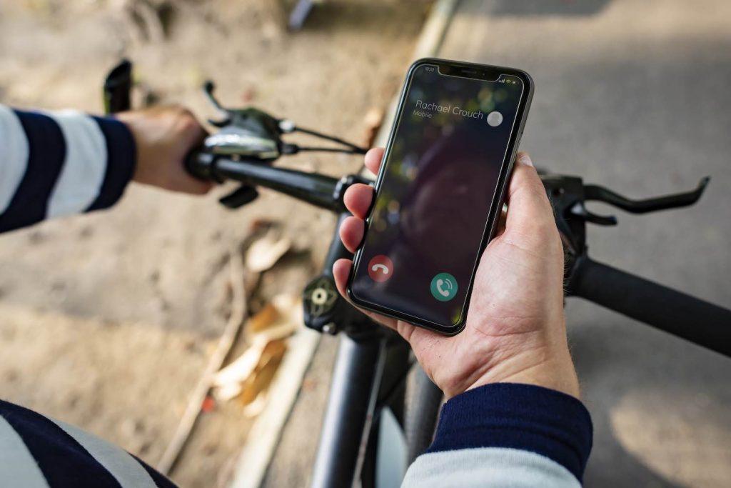 gebruik mobiele telefoon op de fiets